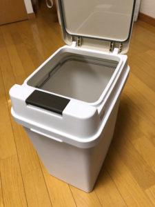 フタつきゴミ箱